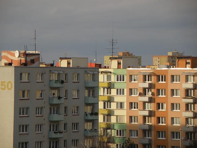 Vývoj cen nemovitostí v regionech Praha a Brno