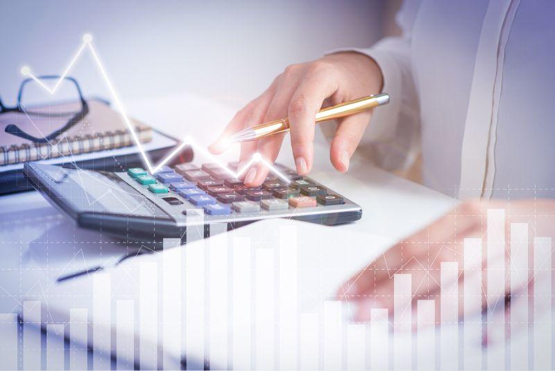 """4 tipy, jak si v podnikání hlídat peníze a udržet firmu """"nad vodou"""""""